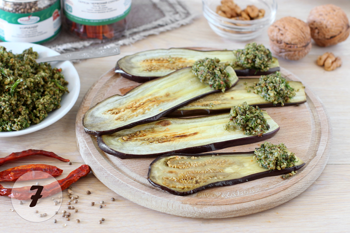 Грузинское блюдо — Баклажаны в духовке с хмели-сунели